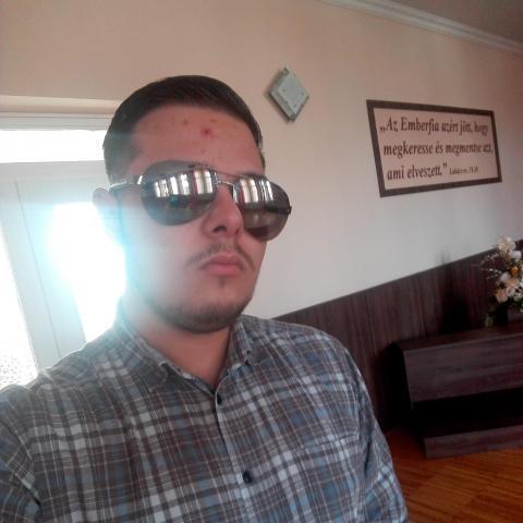 Viktor, 20 éves társkereső férfi - Miskolc