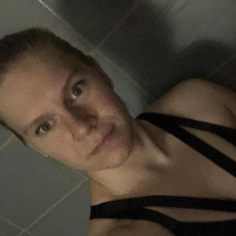Dóri, 30 éves társkereső nő - Paks