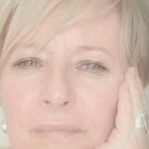 Andrea, 56 éves társkereső nő - Zalaegerszeg