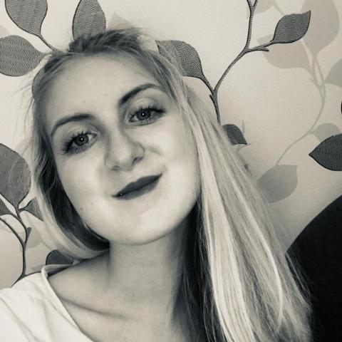 Zora, 20 éves társkereső nő - Pécs