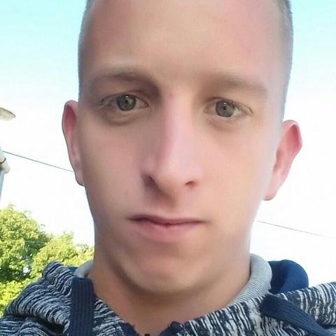 Istvan, 21 éves társkereső férfi - Csévharaszt