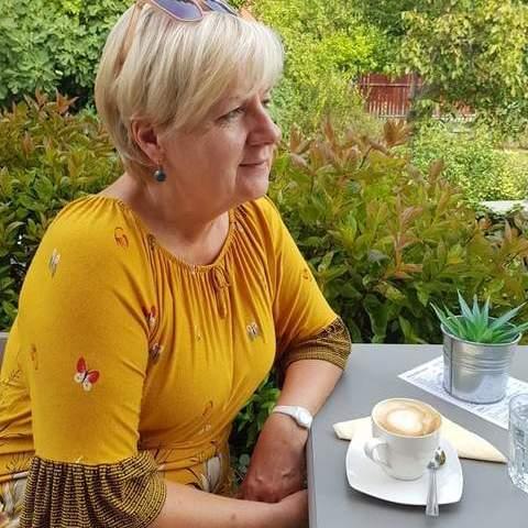 Erzsi, 61 éves társkereső nő - Pécs