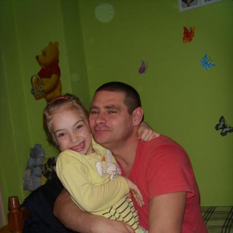 László, 44 éves társkereső férfi - Lánycsók