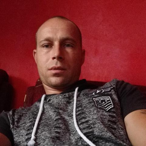 Zoli, 38 éves társkereső férfi - Harsány