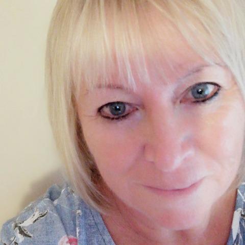 Anna, 61 éves társkereső nő - Székesfehérvár