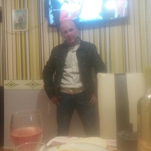 Krisztian, 48 éves társkereső férfi - Besenyőtelek
