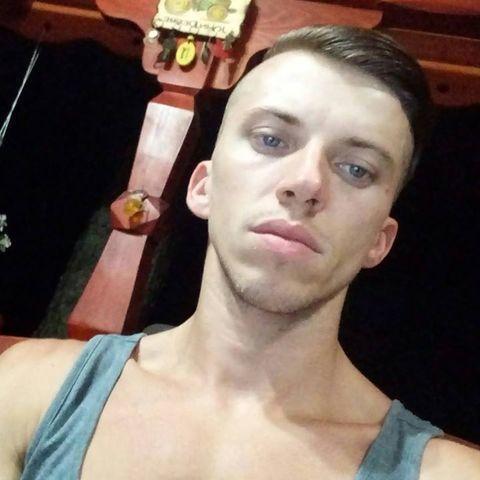 Adrián, 28 éves társkereső férfi - Szabadka