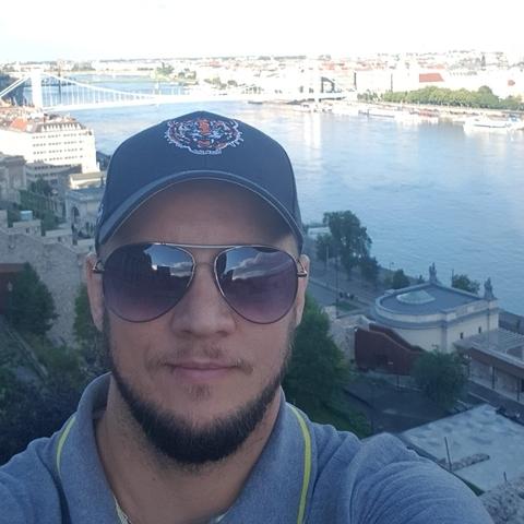 Endre, 37 éves társkereső férfi - Vál