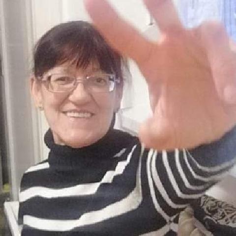 Ági , 61 éves társkereső nő - Dunaújváros