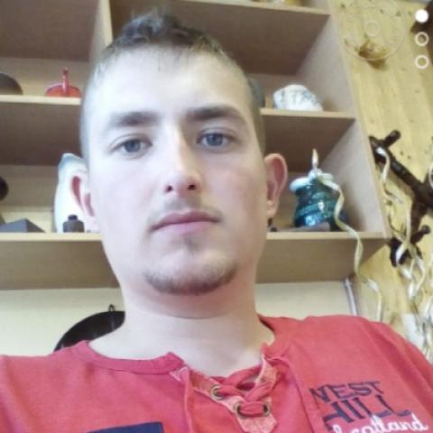 Balázs, 25 éves társkereső férfi - Kakasd