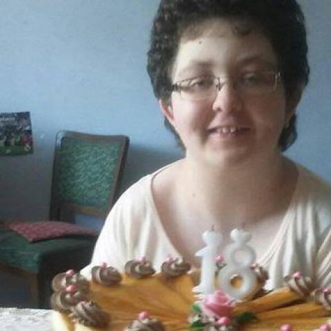 Lucia, 21 éves társkereső nő - Karos